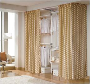 Giá treo quần áo ba cấp có rèm cho phòng thay đồ