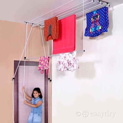 Giàn phơi quần áo gắn trần sử dụng pulley và dây kéo