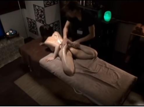 Trả biết cô ý bị làm sao khi làm Massage kiểu Japan